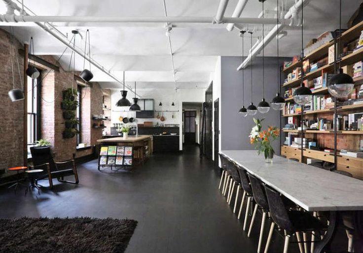 Die Küche, der Speisesaal und das Wohnzimmer vereinen sich zu einem großen, offenen Layout