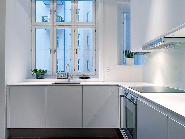 white kitchen afzuigkap kan dus onder gelijke onderkant kastje als je alle kastjes hoger hangt.