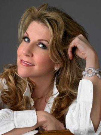 Joyce Didonato, my new inspiration! She's an amazing opera singer! =)