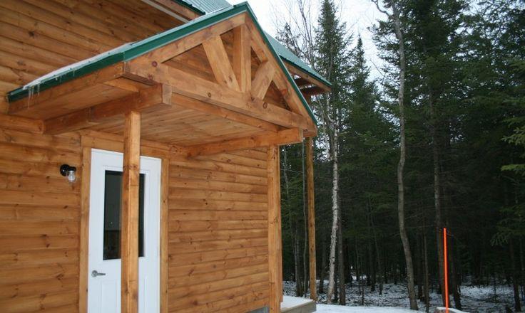 Le chalet Desjardins des 3 monts récemment inauguré! Comprend 3 chambres à coucher, très abordable et permet de profiter de 20 km de sentiers de raquette en hiver!