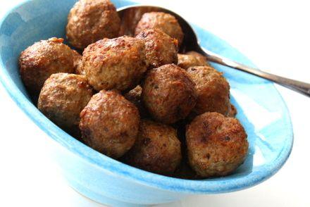 Idag blir det ett enkelt recept på de goda ochenkla köttbullar, köttbullar som tillagas i ugn. För visst är det så att hemmagjorda köttbullar är det allragodaste!? Och när det är smidigt och lätt att göra köttbullar så är det ju ännu bättre . Jag brukar göra köttbullar på 2 … Läs mer