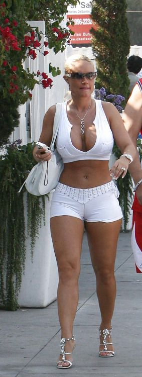Hot mature women in shorts
