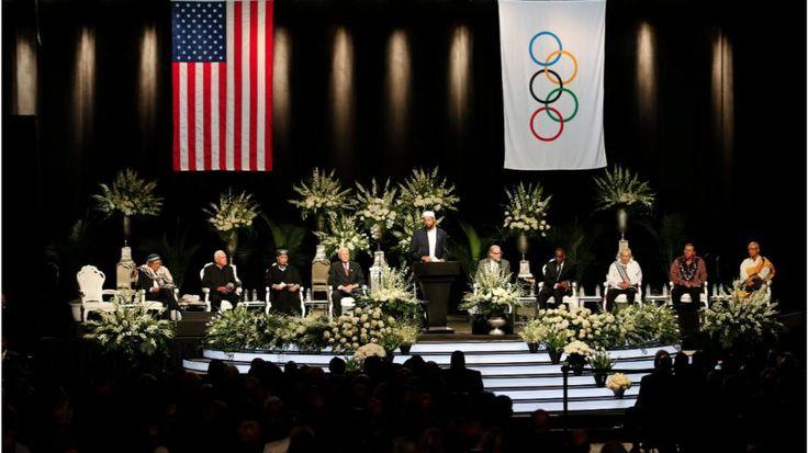 Trauermarsch durch Louisville im LIVESTREAM! |Abschied von Muhammad Ali - Der muslimische Gelehrte Zaid Shakir - http://www.bild.de/sport/mehr-sport/muhammad-ali/beerdigung-in-louisville-alle-infos-im-live-ticker-46220316.bild.html
