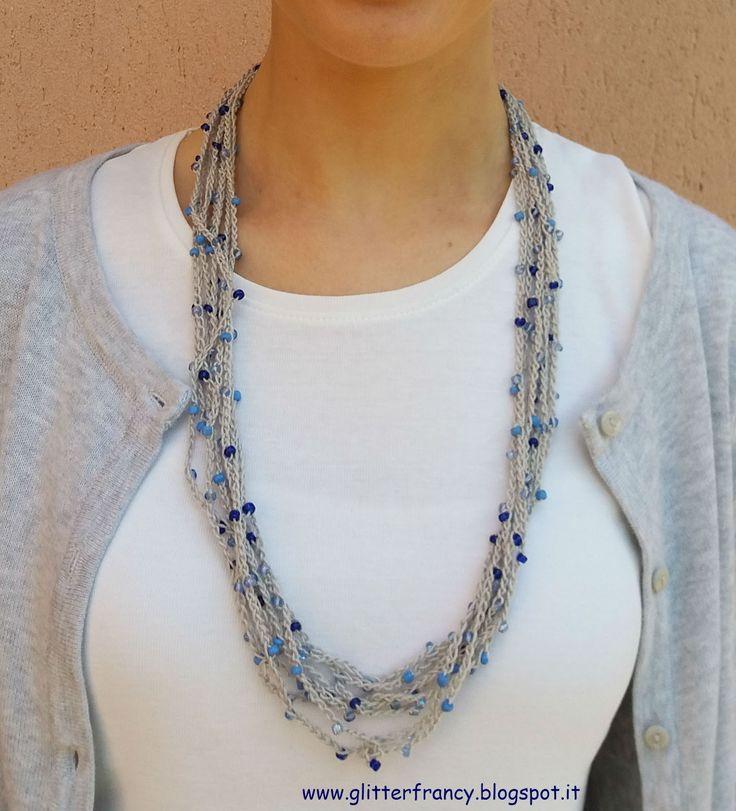 Ciao continua la mia mania per le collane! in questo post vi mostro come realizzare una facile collana all' uncinetto di catenelle e perl...