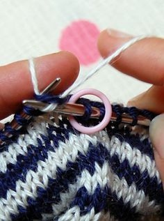 How to carry yarn through the knitting when knitting stripes. - I knit a lot of stripes!