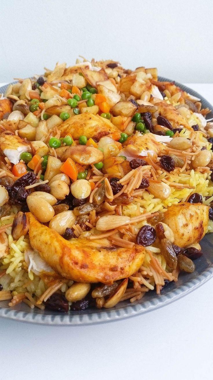 Biryani är en risrätt som är väldigt populär i de Orientaliska länderna, främst i Irak men även i Indien och Pakistan. En fantastisk rätt med härliga smaker. I mitt recept ligger det mycket kärlek och jobb. Jag kokar min egen buljong och smaksätter den med goda kryddor. Denna biryani är en blandning av den Indiska och Irakiska receptet. Världens godaste biryani om jag själv får säga ;-)