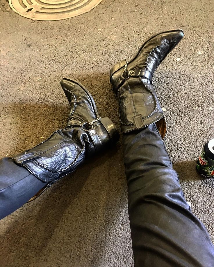 Twas a long day of song writing and hangover. #band #hangover #headache #heavymetal #forsakenage #forsakenagenz #nzmetal #writing #songs #songwriting #cowboy #boots #leather #chains #cowboyboots #rock #metal #metalhead #drunk #drinking #dieing