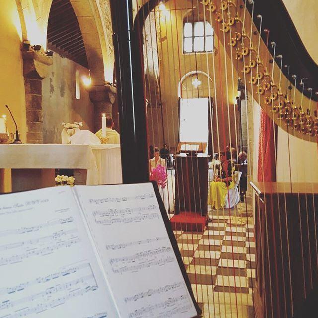 Stolen moments in San Martino Church, Portofino Sept. 2016 ❤️ #weddingmusic #weddingceremony #portofino #rivieraweddings #liguria #harp #musicsheet #church #italianchurch #catholicchurch #catholicceremony #musicaevento #weddingwire #weddingwirerated #weddinginitaly