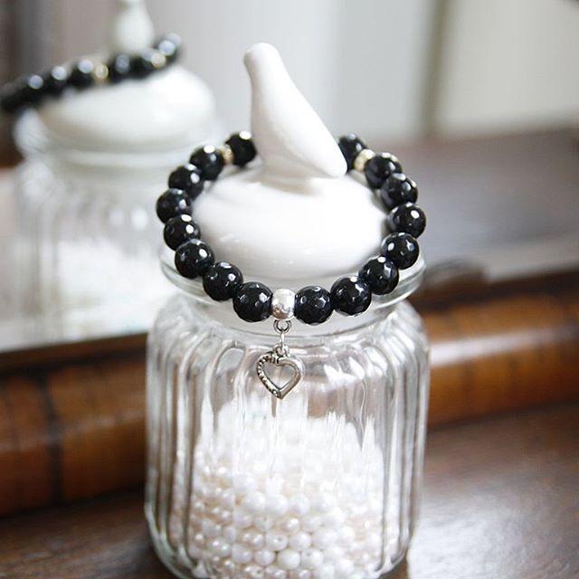 Czarne jest piękne #mylove #mycraft #stylish #fashion #bracelet #beads #colours #handmadejewelry #handmade #accessories #instajewelry #instajewels #jewelerygram #instafashion #igfashion #instastyle #stylegram #handmadebracelet #handcrafted #matronafrustrata #karmelkowo
