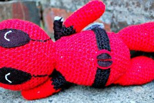 amigurumi deadpool - free crochet pattern