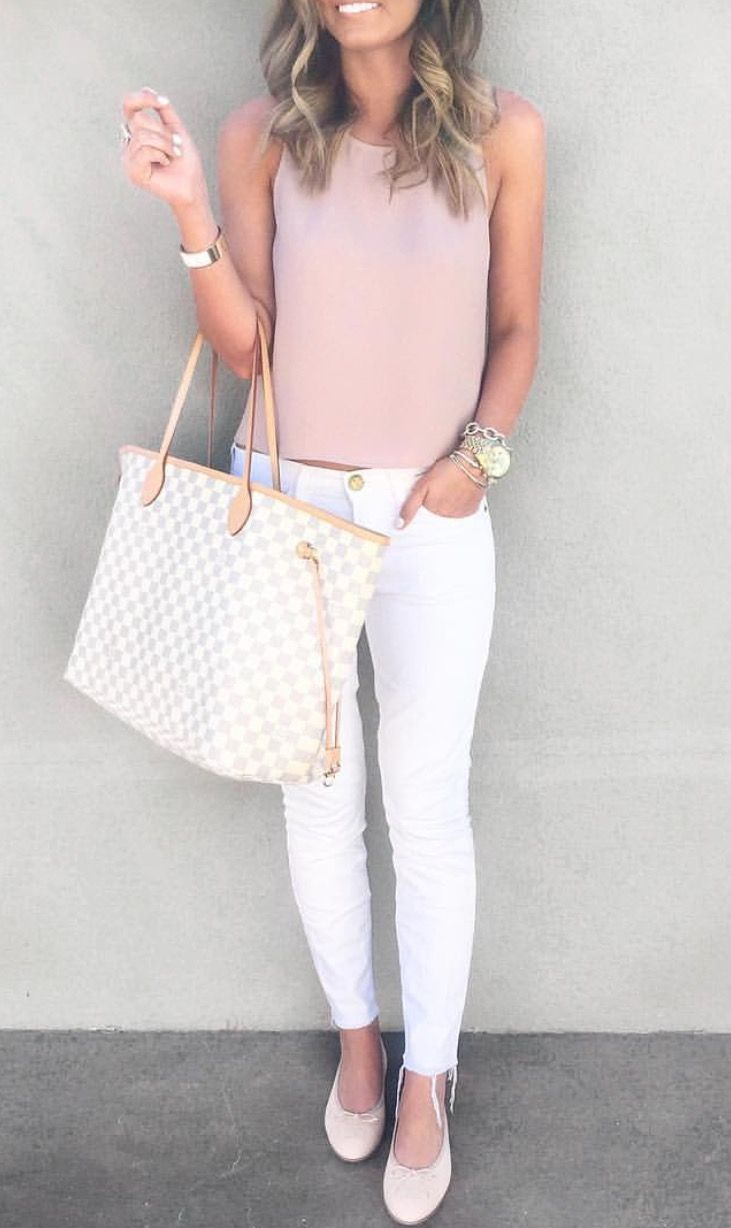 We are loving this beautiful, simiple, minimalist style. It's chic-casual and very summery! White pants and a blush-pink top put together with a statement watch and bag. ☀Pinterest: Zozopuffpuff
