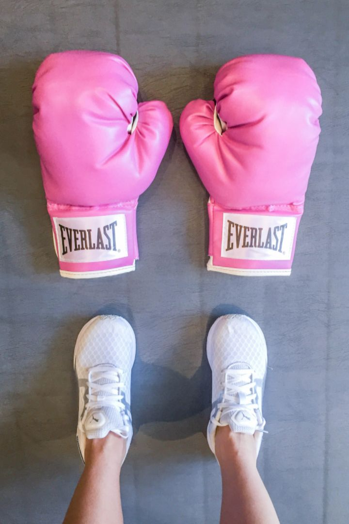 Boxing has been gaining popularity in Hollywood, but what makes it such an incredible workout? One editor started her boxing career as a means of therapy and stress relief and fell in love. Here's what you can expect in your first beginner boxing classes (and the amazing full-body exercise that comes with a one-two punch!).