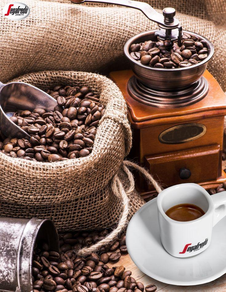 Czy wiecie, że o esencjonalności kawy decyduje nie tylko odpowiednia mieszanka, ale i jej świeżość. By mieć pewność, że przyrządzany napój cechować będzie się intensywnym aromatem, warto mielić ziarna tuż przed parzeniem. #segafredo #segafredozanetti #segafredozanettipoland #mieleniekawy #ziarna #porady #barista #kawa #coffee #coffeetime #coffeelovers