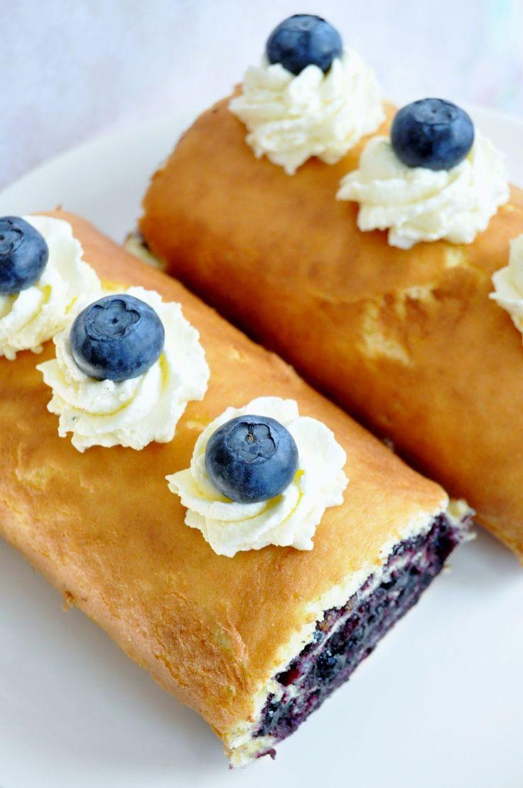Glutenfri rulltårta fylld med blåbärssylt
