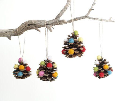 Éco ornements de Noël, Noël de cône de pin arbre décorations, arc-en-ciel, coloré, Fun, boisé, lunatique, respectueux de l'environnement éco,
