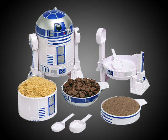 R2D2 Measuring Cups | DudeIWantThat.com  this will be a perfect Christmas present for someone I know!