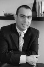 Manuel de la Rosa Garza, DDS, MS Doctor of Dental Surgery, Periodontics & Implantology, Nuevo Leon, Mexico Visiting Professor, University of Monterrey and the Universidad Autónoma of Yucatan President, Northeast Society of Periodontics (Mexico)