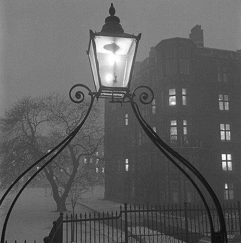 Streetlight, photo John Gay. London, England, 1940s