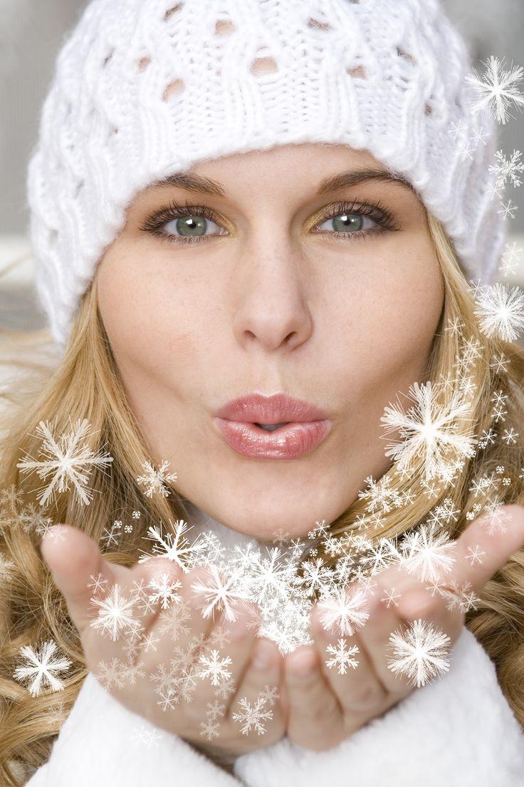 Heb jij al een afspraak gemaakt voor de kerst behandeling? De kerst behandeling bestat uit: - Reiniging - Diepte reiniging - Epileren en verven v/d wenkbrauwen - Gezichtsmassage met een speciale kerstgeur - Verzorgend masker - Na verzorging - Nagels lakken Na de behandeling krijgt u een heerlijke kop warme chocolademelk of een speciale winterthee. Dit alles voor €40,- *Deze behandeling is te boeken van t/m 31 december 2015 Reserveer direct om teleurstelling te voorkomen!!