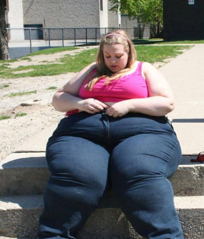 #ssbbw #bbw #obese #plump #chubby #gainer #feedee #thick #bigbelly #bellyrolls #belly #fat #curvy #booty #plussize #effyourbeautystandards #chubbyarms