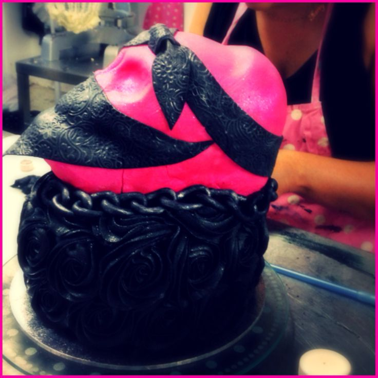Gangster skull cake. SweetiePie Cupcakes. Auckland. New Zealand. Valentines day cupcakes.