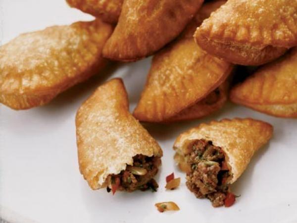 Mini Panamanian Beef Empanadas   KitchenDaily.com