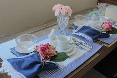 Mesa Posta: Para um café da manhã, branco, azul e rosa