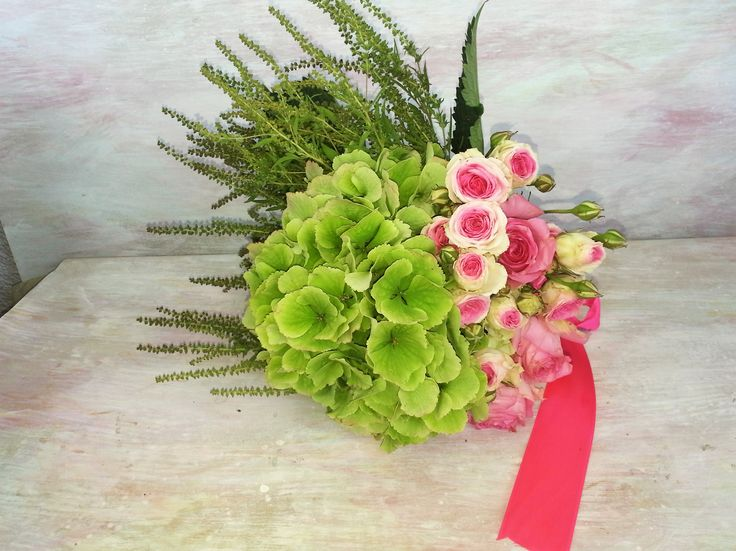 Miozotis bouquet with green hortensia and pink roses. #contrast #boldbride #lovemiozotis