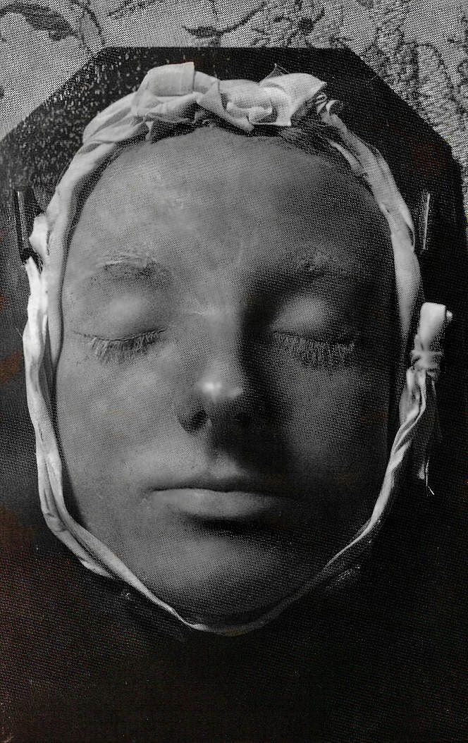 the life behind the mask of queen elizabeth i The mask of elizabeth  it was then that images emerged which bore little resemblance to the aging queen, but rather idealised her behind the so-called 'mask of .