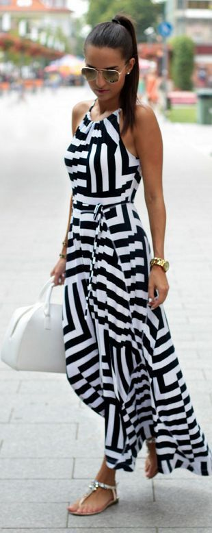 Latest fashion trends: Summer look | Monochrome striped maxi dress with flat sandals: