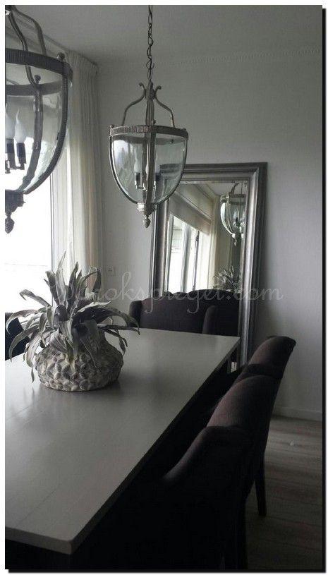 Moderne zilveren spiegel gesponst met metallic lak. http://www.barokspiegel.com/klassieke-spiegels/moderne-spiegel-enzo
