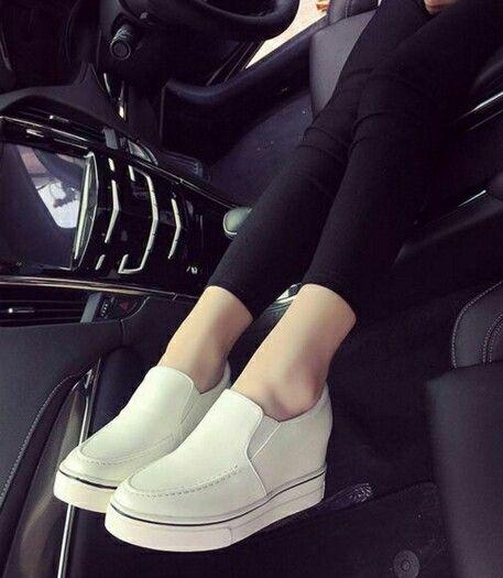 $17.5 ==> $16.5 White Trend Of The Seasons! #slipon #shoes #onlineshop #oli_oddie