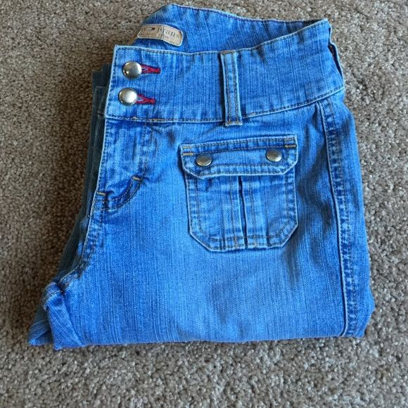 Tommy Jeans size 3 juniors Tommy Jeans flare leg size 3 juniors. cute front pockets Tommy Hilfiger Jeans Flare & Wide Leg
