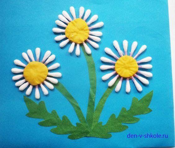 Bloemen maken met wattenstaafjes. Wattenstaafjes kunnen geverfd worden voor gekleurde bloemen.
