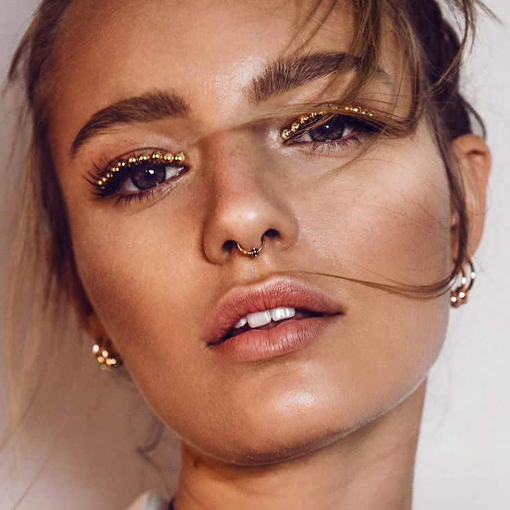 - A Set of 1 Mini Ear Cuff and 1 Mini Septum Ring with Ball Ornaments - Comes as a Set of 2 Cuffs - Easily Adjustable around the Ear and Septum - Plated Rose Gold - Made from Brass