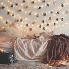 Znalezione obrazy dla zapytania lampki choinkowe w pokoju
