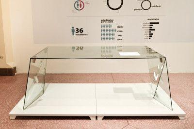 La Familia es una propuesta creada por Ulises Esquivel, estudiante de la UANL, para la compañía italiana fabricante de placas y productos de cristal TONELLI DESIGN. Toma como concepto la identificación entre objeto-usuario, siendo este un lazo que se crea por medio del tiempo de uso que se le da al objeto.