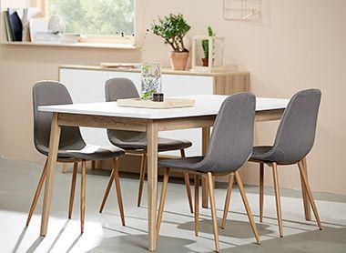 Grijze eetkamerstoelen met houten eettafel | JYSK