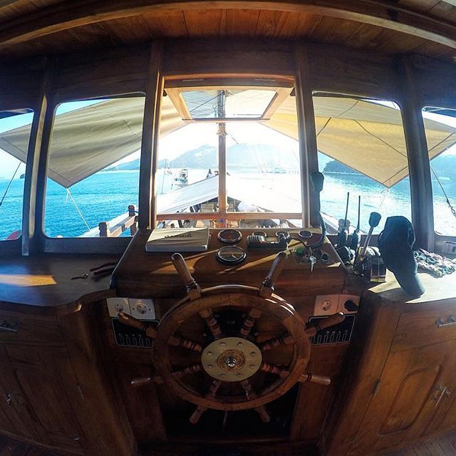 Just now! Cap's view this morning!  #exploreflores #exploreindonesia #instanusantara #flores #labuanbajo #dive #diving #divekomodo #ship #scuba #snorkeling #scubadiving #diveindonesia #flores #freedive #komodo #komodonationalpark #liveaboard #phinisi #boat #boatlife #cruise #underwater #trekking #holiday #travel #travelgram #traveling #travelingram #indonesia #traditionalship