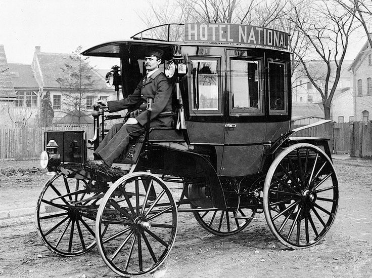 1895: First motor-powered omnibus in regular service --- The world's first motor-powered omnibus, commissioned on 19 December 1894 and manufactured by Benz