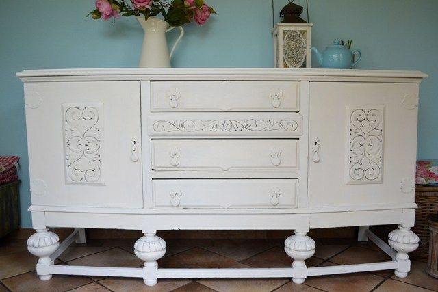 Dit dressoir is gedaan door Rowena met Pure White en afgewerkt met Annie Sloan Soft Wax. Het dressoir staat te koop :)