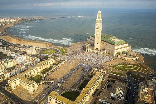Maroc, Casablanca, Mosquée Hassan II, Prière de l'Aïd el-Kebir (vue aérienne)  Date prise de vue : 12/09/2016 Crédit : Hope Production / hemis.fr
