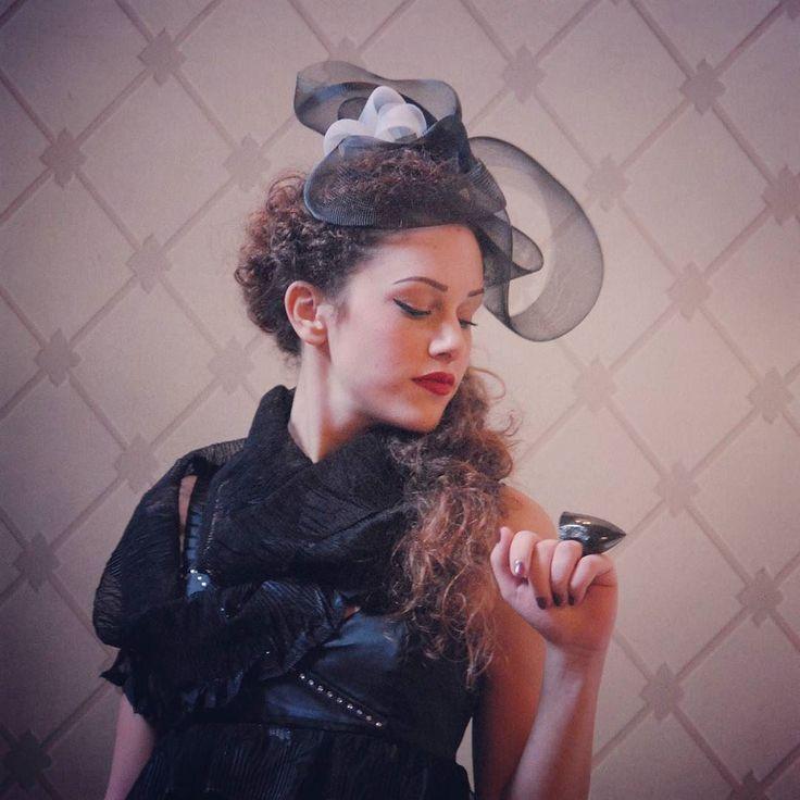 Creazioni di modisteria @rinaldelli1930 e gioielli in marmo nero di Marovino per le ragazze di Miss Arte Moda Italia a #villamimbelli a #livorno #toscana #tuscany #moda #street #artigianato #artigian #cappello #hat #style #fashion #womenfashion #instaitalia #instaitaly #italyiloveyou #igersoftheday #igerstoscana #rinaldelli #fascinator #instagood #portrait #love #modella #modelle #model #ragazza #girl