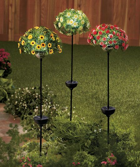 These Solar Flower Bouquet Stakes Would Make A Great