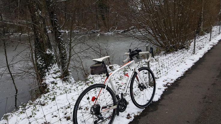 Trockene, aber kalte Runde  Vollständiger Bericht bei: http://agu.li/1IL  Nach den Schneefällen ging es heute wieder auf trockenen Strassen weiter. Schnee und Eis sind trotz der gefühlten Kälte grösstenteils weggeschmolzen. Das GPS registrierte: 60.5 KM und 572 Höhenmeter.