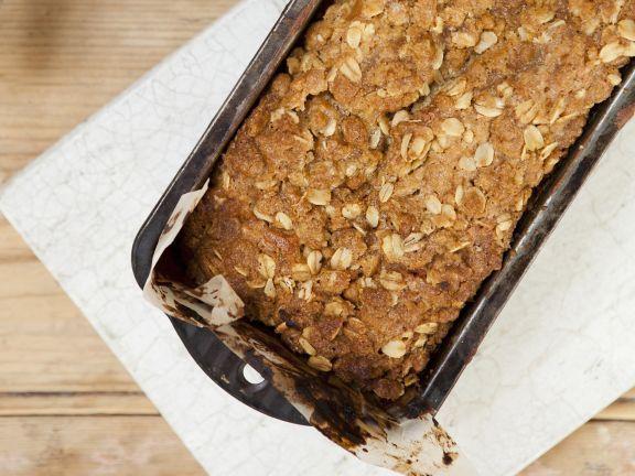 Probieren Sie den leckeren Haferflocken-Walnuss-Kuchen von EAT SMARTER oder eines unserer anderen gesunden Rezepte!