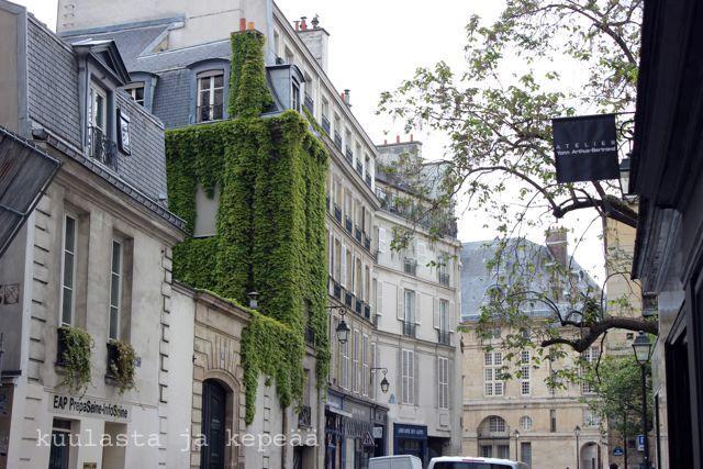 Rue du Seine, Paris.