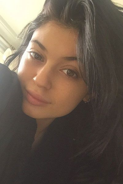 23 Naturally Beautiful Selfies From Your Fave Celebs