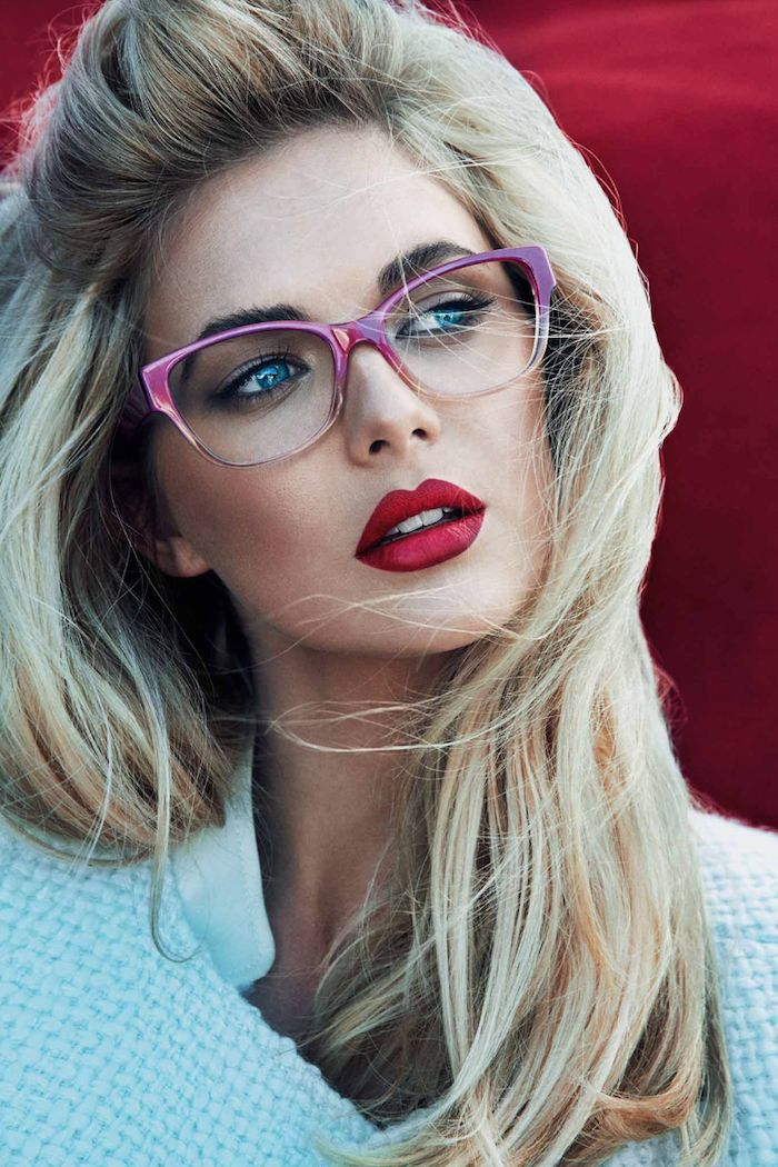 I'm fabulous in my metallic pink glasses and my bordeaux red lipstick...GUESS§