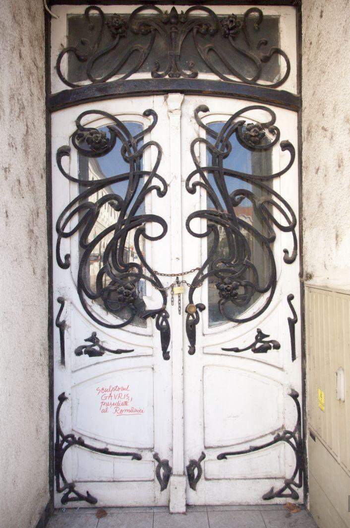 Oradea - l'Hotel Parc, 1914, la porte principale en style coup de fouet. © Musée de Pays des Cris, Oradea